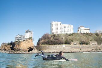 Etre passionnée de surf sans être bonne surfeuse, et alors ?