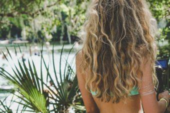 Comment prendre soin de ses cheveux quand on fait du surf